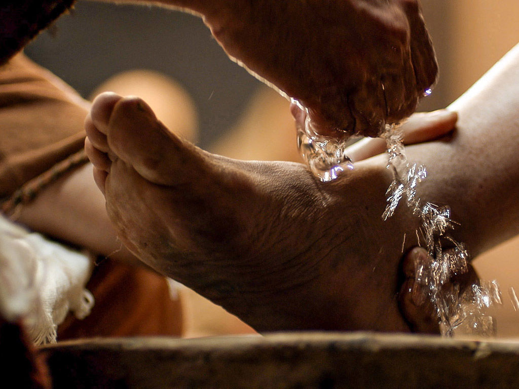 https://www.freebibleimages.org/photos/jesus-washes-feet/